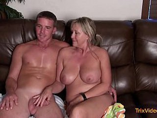 Mommy/Son Acquire Concentrate and Action What They Do