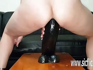 Colossal dildo fucking dabbler MILF