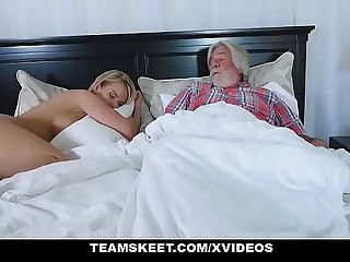 FamilyStrokes - Sexy Housewife Fucks Their uniformly Stepson