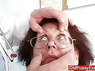 Old Ivana mature pussy reflector gyno