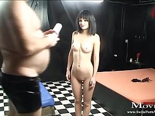 Junges Mädchen Sexy Li fortitude vom Masseur richtig geil gefickt werden und bläst den grossen Schwanz tief versaut bis das Sperma spritzt
